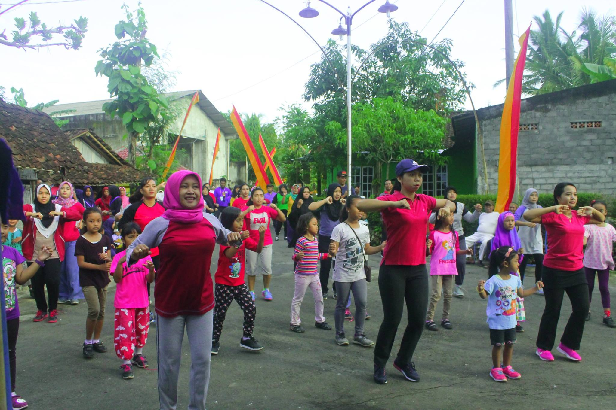 Peringati Hari Sumpah Pemuda, Warga RT 07 Bansari Adakan Senam Massal & Jalan Sehat