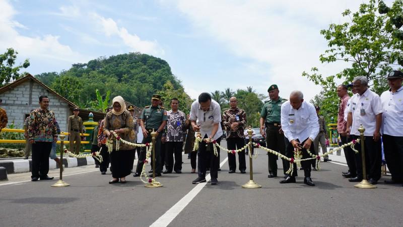 Sri Sultan Hamengkubuwana X Resmikan Jembatan Sembada Handayani