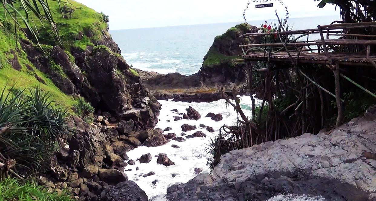 Pantai Air Terjun Banyu Tibo Pesona Wisata Kekinian di Pesisir Tepus Gunungkidul
